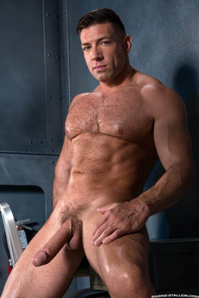 Tanned big muscle stud Bruce Beckham 012 porn gay pics 683x1024 - Tanned big muscle stud Bruce Beckham