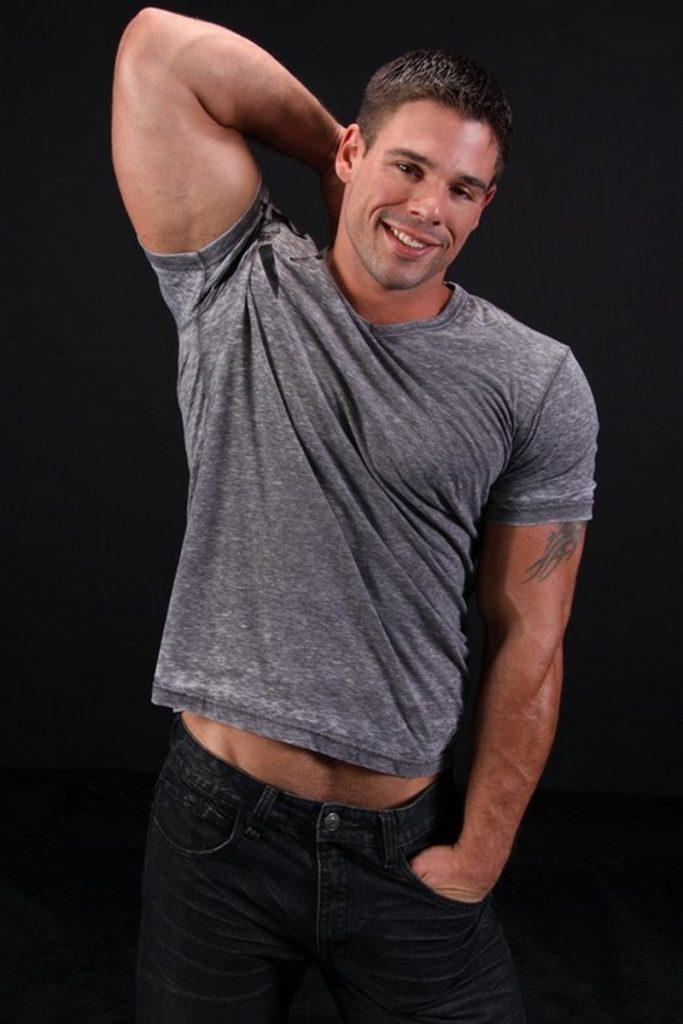 Good looking big muscle boy Derek Atlas 003 gay porn pics 683x1024 - Good looking big muscle boy Derek Atlas