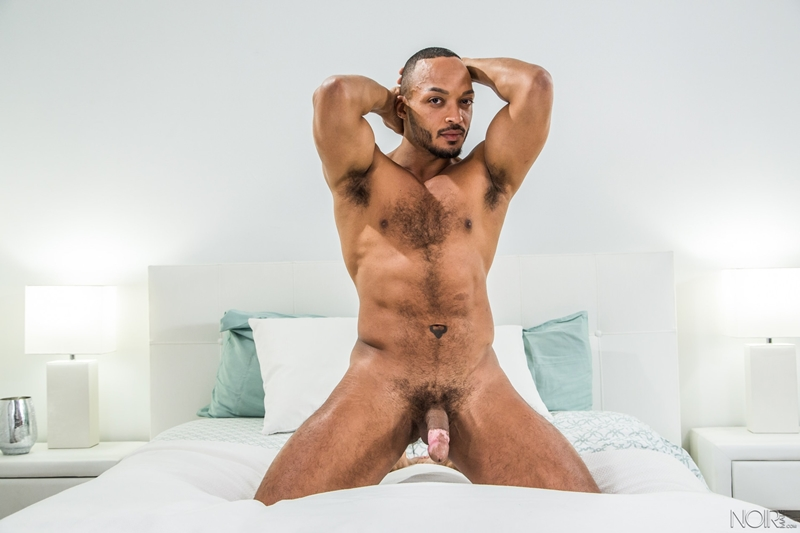 Hot sexy black muscle dude Dillon Diaz 007 gay porn pics - Hot sexy black muscle dude Dillon Diaz