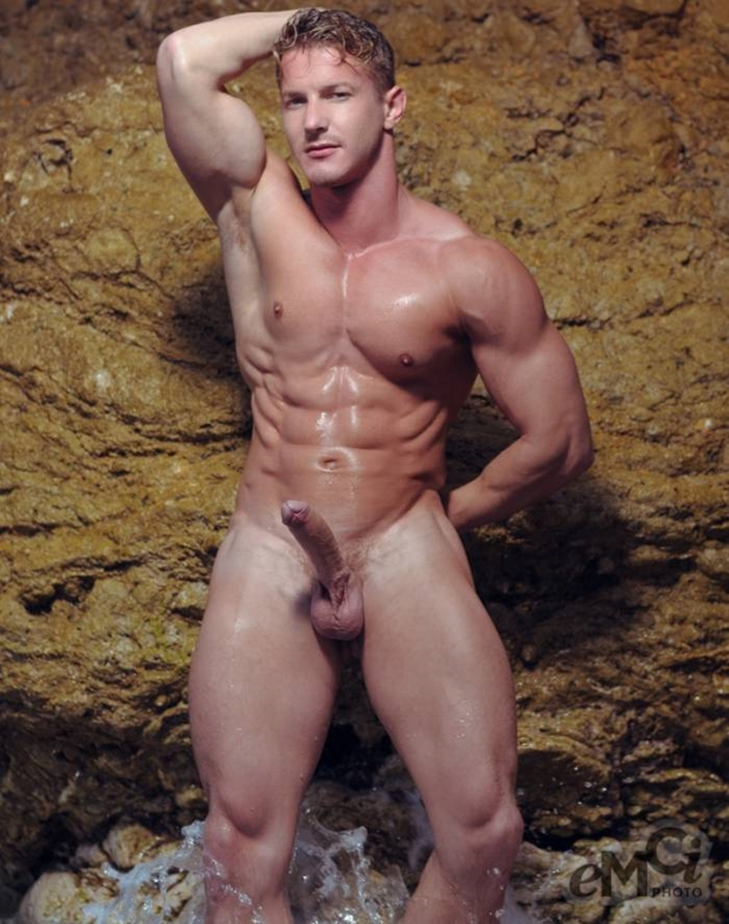 Sexy Hungarian naked muscle stud Darius Ferdynand 007 gay porn pics - Sexy Hungarian muscle stud Darius Ferdynand porn star