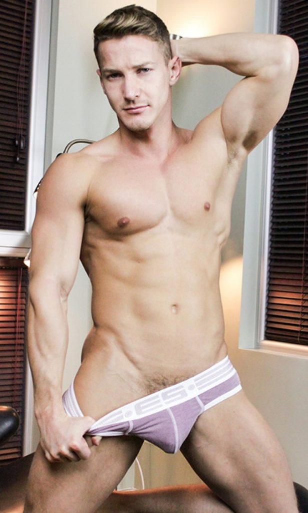 Sexy Hungarian naked muscle stud Darius Ferdynand 030 gay porn pics 615x1024 - Sexy Hungarian muscle stud Darius Ferdynand porn star