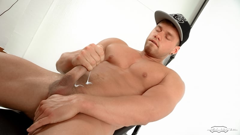 Beautiful young man Brad sexy ripped muscle body huge cock Maskurbate 013 Gay Porn Pics - Beautiful young man Brad shows off his sexy ripped muscle body and huge cock