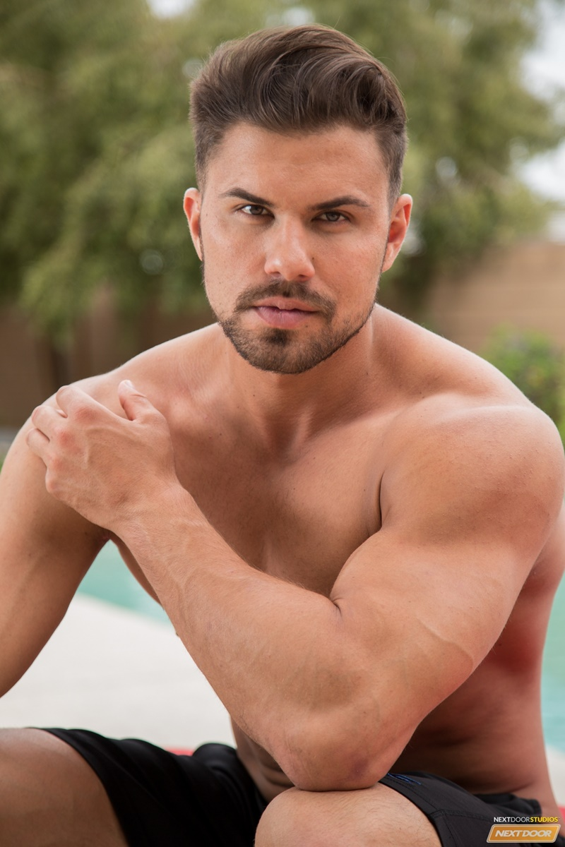NextDoorMale Vincent Williams big muscle bound stud big thick cock massive precum bubble butt good looking guy muscled hunk 007 gay porn sex gallery pics video photo - Vincent Williams is a muscle bound stud from Phoenix with a big cock