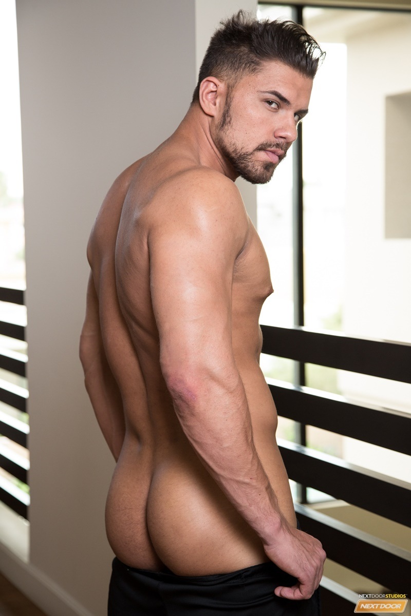 NextDoorMale Vincent Williams big muscle bound stud big thick cock massive precum bubble butt good looking guy muscled hunk 012 gay porn sex gallery pics video photo - Vincent Williams is a muscle bound stud from Phoenix with a big cock